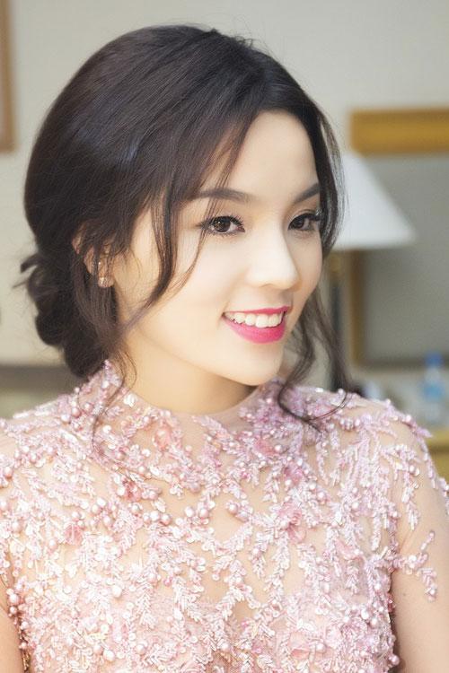 Kỳ Duyên 'ẵm' danh hiệu sao Việt trang điểm xấu tháng 6 - 16