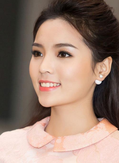 Kỳ Duyên 'ẵm' danh hiệu sao Việt trang điểm xấu tháng 6 - 15