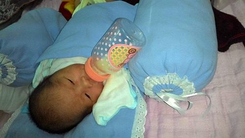 Cứu sống trẻ sơ sinh bị bỏ rơi trong thùng xốp-1