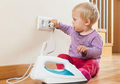 Cách phòng tránh bị điện giật cho bé - 1