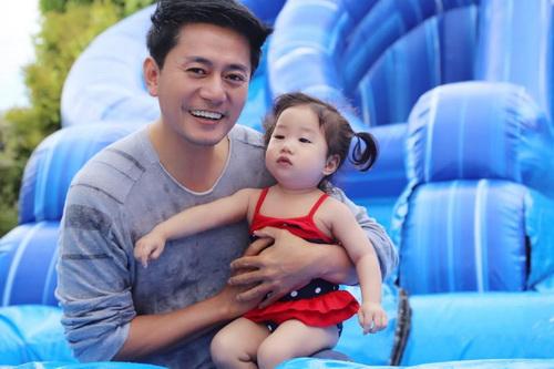 """Con gái Trương Minh Cường hơn 1 tuổi đã biết """"hái ra tiền""""-1"""