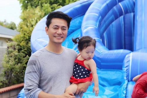 """Con gái Trương Minh Cường hơn 1 tuổi đã biết """"hái ra tiền""""-2"""