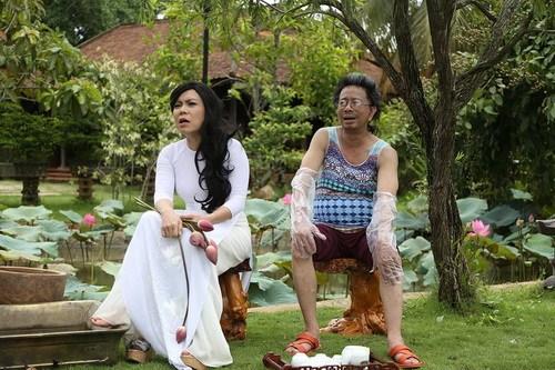 """Danh hài Bảo Chung """"bán nude"""" trước mặt Việt Hương-7"""
