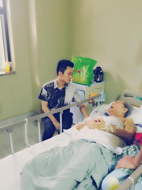 Tùng Dương xúc động đến thăm nhạc sỹ Hoàng Vân-2