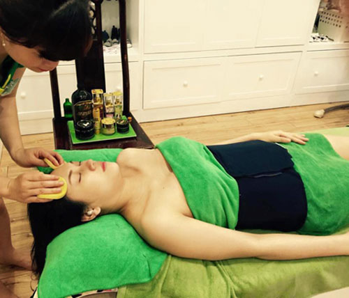 Hot: Siêu mẫu Ngọc Thạch giảm 30cm vòng eo sau sinh 25 ngày - 3