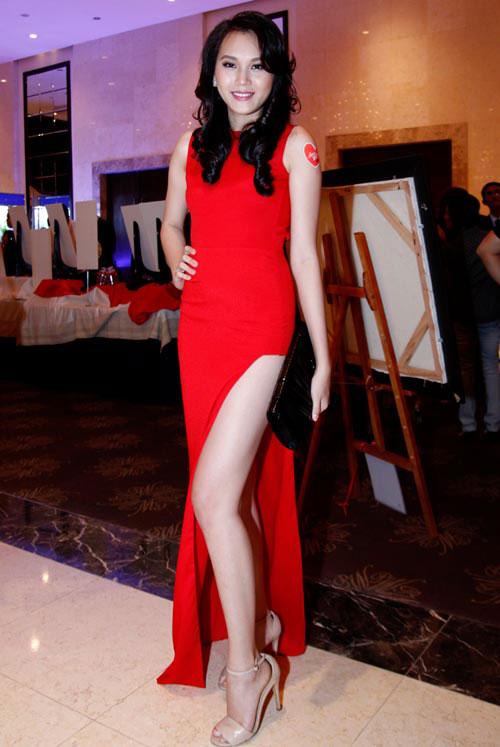 Hot: Siêu mẫu Ngọc Thạch giảm 30cm vòng eo sau sinh 25 ngày - 5
