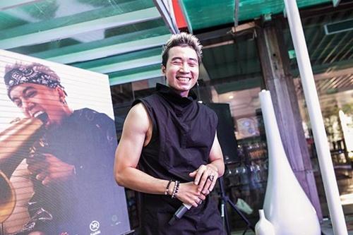 """rapper """"anh khong doi qua"""" vung 300 trieu lam mv moi - 2"""