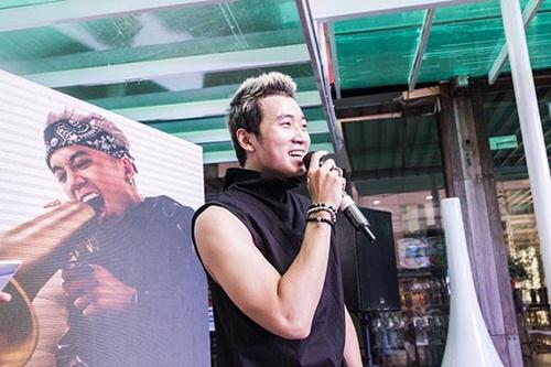 """rapper """"anh khong doi qua"""" vung 300 trieu lam mv moi - 3"""