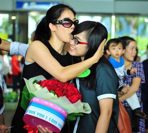 fan vay kín tạng hoa, quà cho thu phuong ỏ san bay - 4