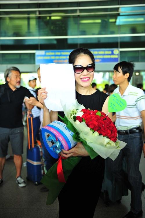 fan vay kín tạng hoa, quà cho thu phuong ỏ san bay - 6