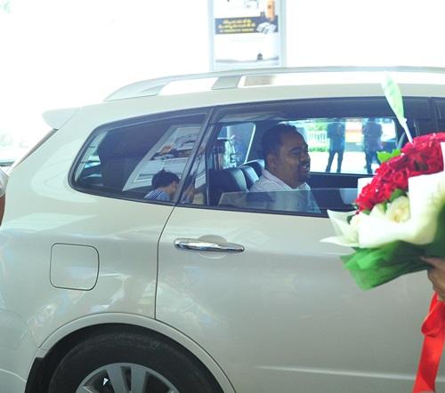 fan vay kín tạng hoa, quà cho thu phuong ỏ san bay - 9
