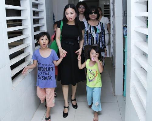 hà phuong dua con gái vè nuóc làm tù thiẹn - 4