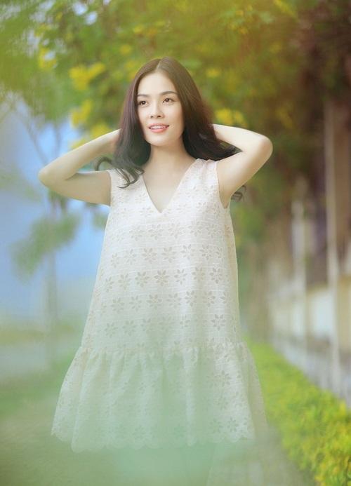 """duong cam lynh khoe """"mat moc"""" giua dong hoang - 2"""