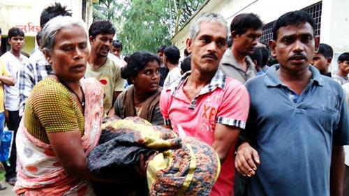 bangladesh: hon 20 nguoi chet vi giam dap de nhan quan ao mien phi - 1