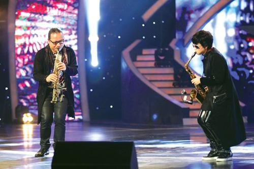cha, con gai va tieng ken saxophone - 1