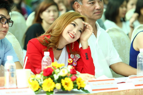 """minh hang an mac sanh dieu nhung van de """"lot ao"""" - 6"""