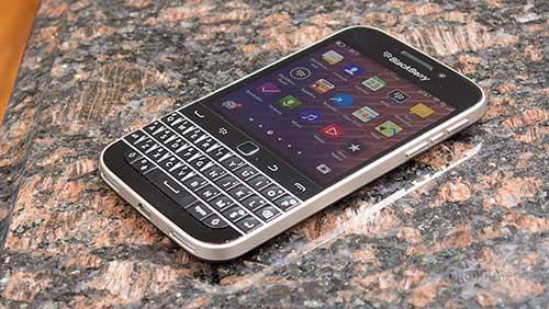 """6 smartphone khong he """"sieu mong"""" nhung """"rat chat"""" - 2"""