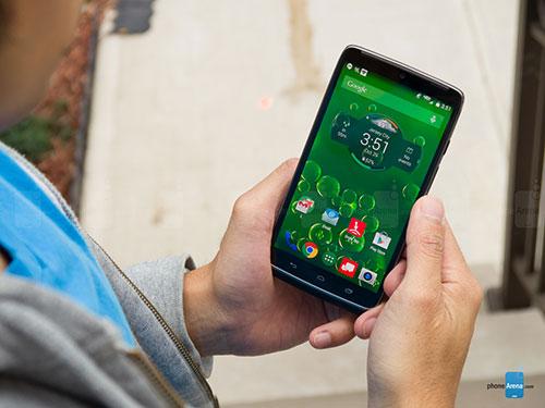 """6 smartphone khong he """"sieu mong"""" nhung """"rat chat"""" - 4"""