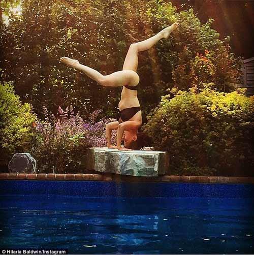 "nguoi dep yoga ""trong cay chuoi"" de giam eo sau sinh - 3"