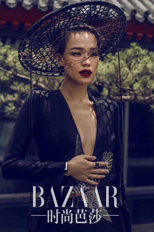 Bạn có từng hỏi một nữ hiệp thời hiện đại sẽ như thế nào? Vậy thì những hình ảnh của Thư Kỳ trên Harper's Bazaar sẽ giúp bạn trả lời thắc mắc này.