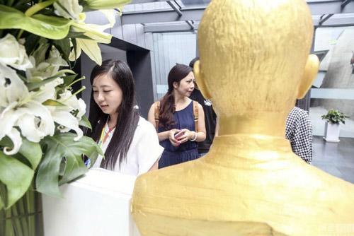 dat tuong vang steve jobs de nhan vien lay cam hung lam viec - 3