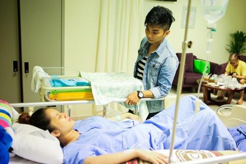 khanh thi va con trai duoc phan hien tan tinh cham soc - 2