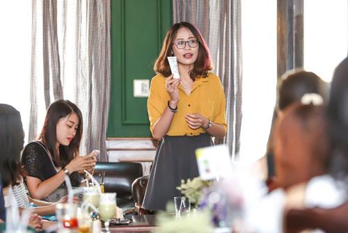 cac blogger lam dep hang dau ha thanh gap go tin do - 3