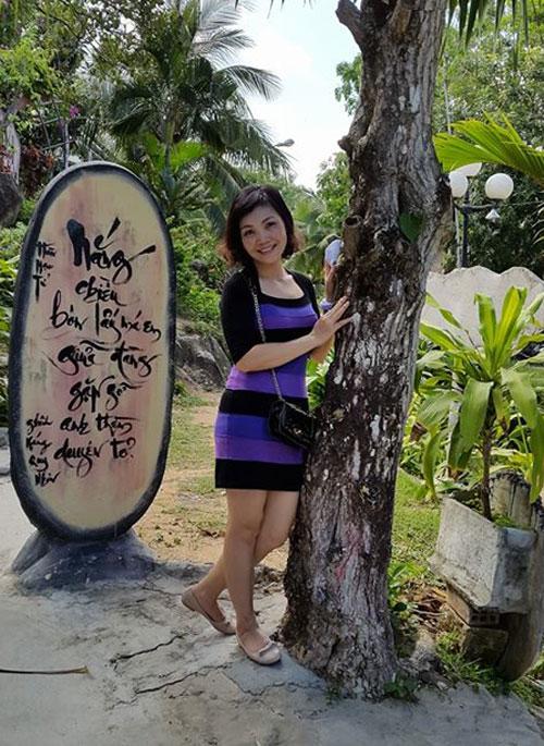 ba me ha thanh 2 con u50 dang chuan nhu thieu nu - 12
