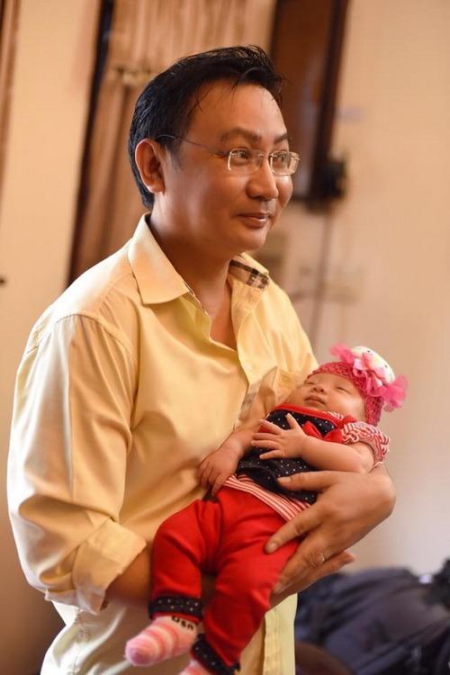 vo chong trinh kim chi khoe con gai 1 thang tuoi - 5