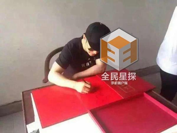 luong trieu vy mac kin mit mot minh di an com bui - 9