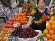 Mua sắm - Giá cả - Trái cây ngoại: Giá cao nhưng đắt khách