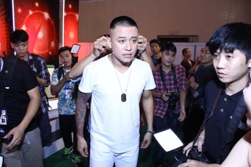 my tam bien sac vi fan khong co cho ngoi - 10