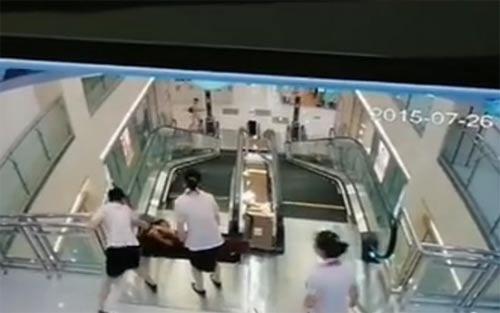 video: tai nan thang cuon kinh hoang khien me bi 'nuot chung' - 3