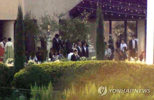 song seung hun khoe anh dam cuoi bae yong joon - 3
