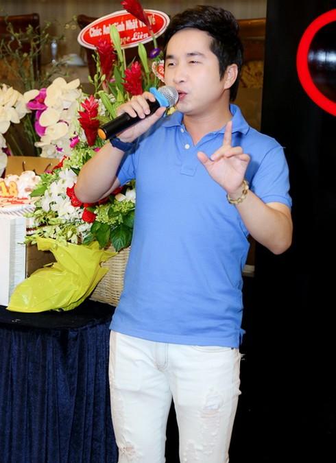 "khanh ngoc khoe con trai mung ""ong bau"" quang ha - 6"