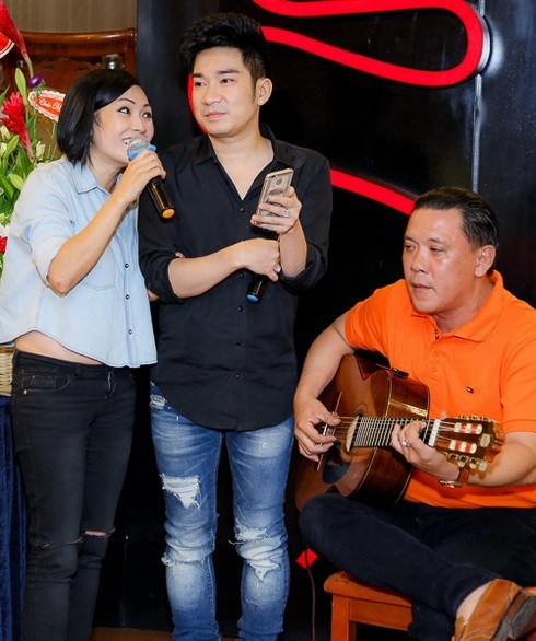 "khanh ngoc khoe con trai mung ""ong bau"" quang ha - 5"