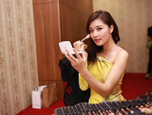 truong hai van lan dau chung san khau voi trieu thi ha - 2