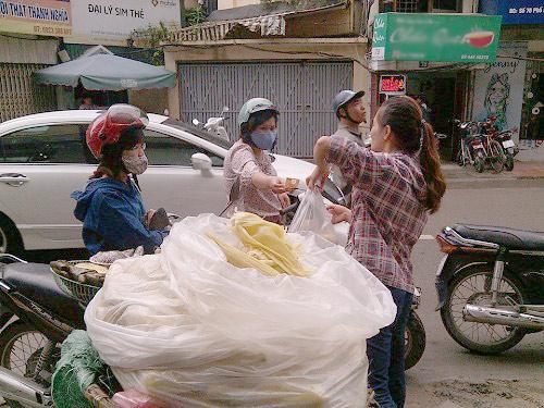 """""""luoc khoai bang bot thong cong?"""": dung do oan cho dan ngheo - 2"""
