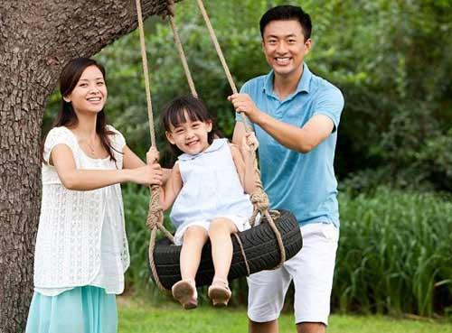 chong kien quyet khong ly hon du biet con gai khong phai con minh - 1