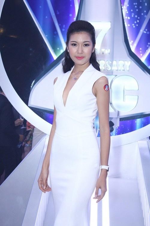 "huong giang idol mac vay ""dai le the"" mac ke troi mua - 10"