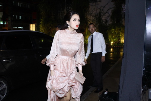 "huong giang idol mac vay ""dai le the"" mac ke troi mua - 1"