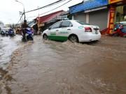 Tin tức - Sau trận mưa kéo dài, Hà Nội có nơi ngập 1m