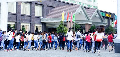 vntm 2015: thi sinh thua nhan dong tinh va bi bao hanh - 14