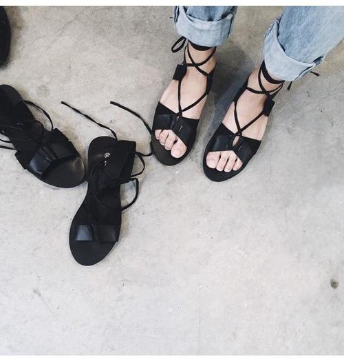 he lo doi sandal dang lam cac co gai viet say dam - 10