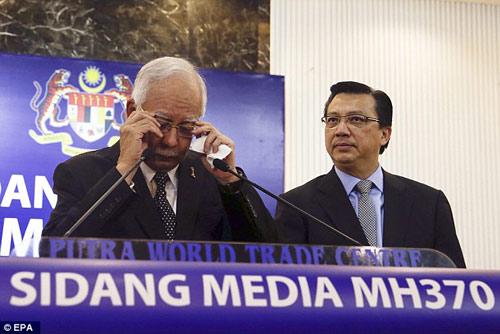 mot phan canh may bay tim thay la cua mh370 - 2