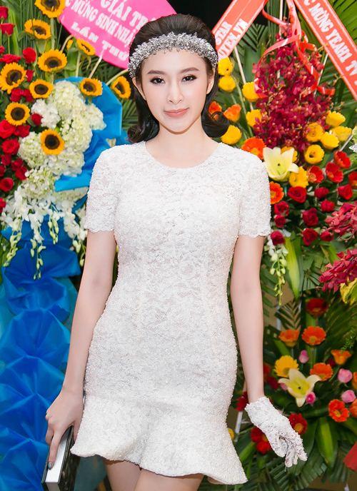 angela phuong trinh gian di van gay chu y tai su kien - 4