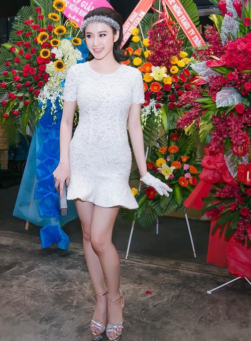 angela phuong trinh gian di van gay chu y tai su kien - 6