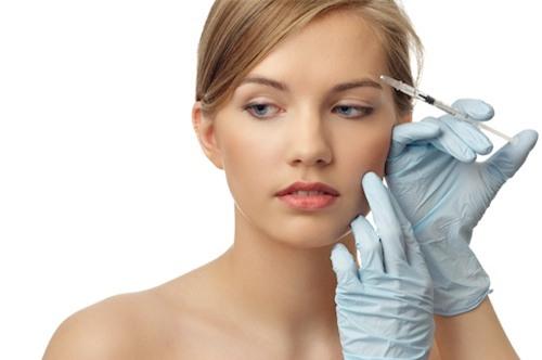 làm muọt tóc bàng cach tiem botox vào da dàu - 1
