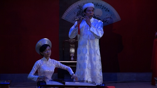"hanh thuy lan dau ""mao hiem"" lam dao dien phim - 6"