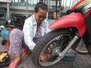 Tin trong nước - Người phụ nữ 20 năm sửa xe và bình trà đá miễn phí